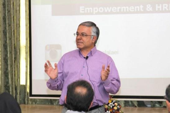 توانمندسازی و توسعه منابع انسانی